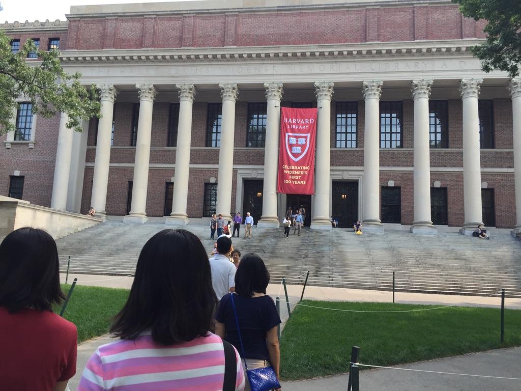 アクティビティーで訪れたハーバード大学図書館