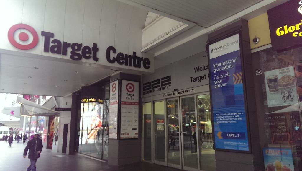 ▲Monash Collegeはショッピングセンターに入居しており、入口から大学らしい雰囲気はあまり感じられない