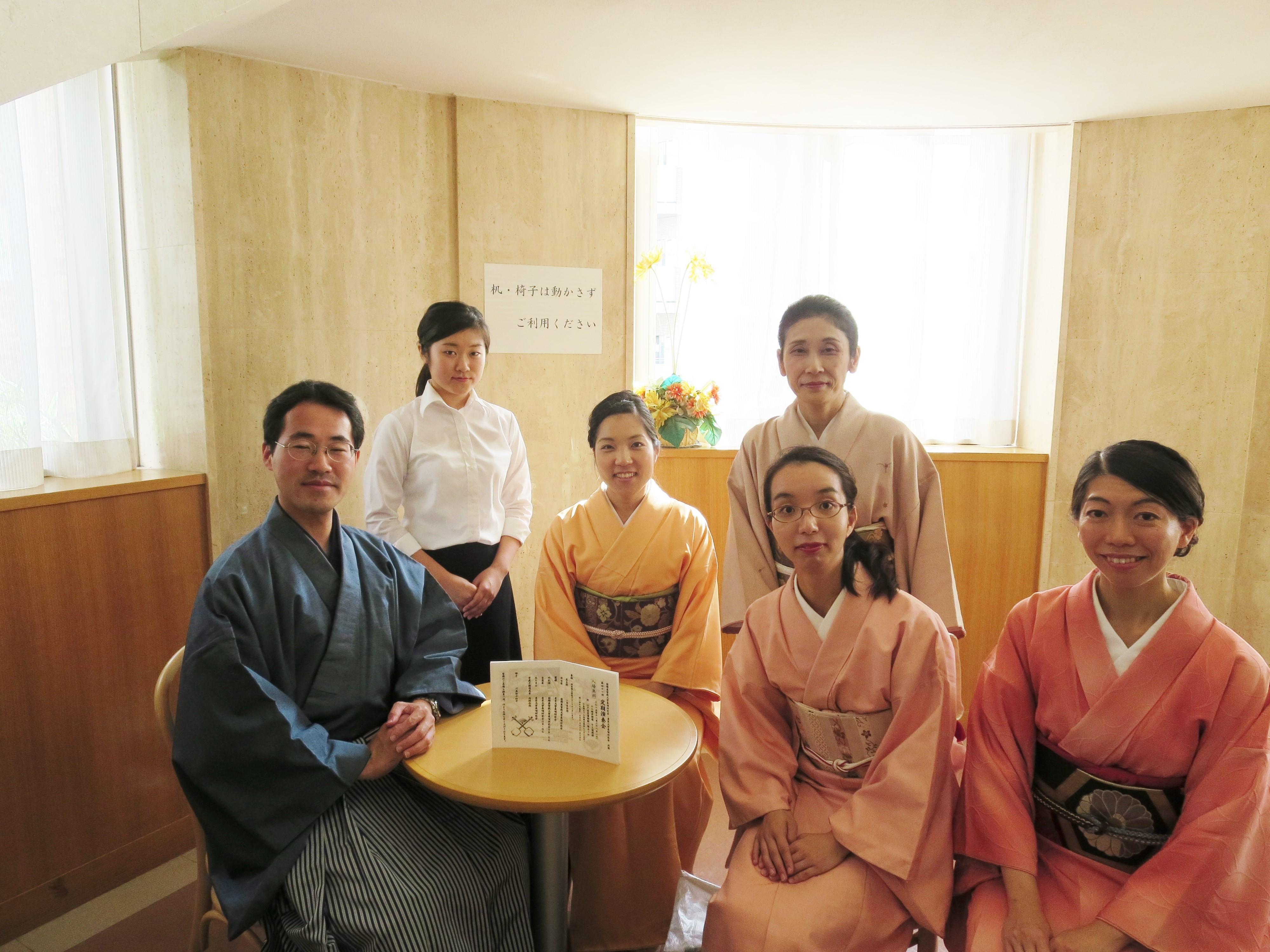 ▲ICU長唄研究会の卒業生の皆様。左から、山下さん(ID 04)、佐野さん(ID 18)、鈴木さん(ID 08)、新原さん(ID 78)、加藤さん(ID 09)、渡邊さん(ID 01)