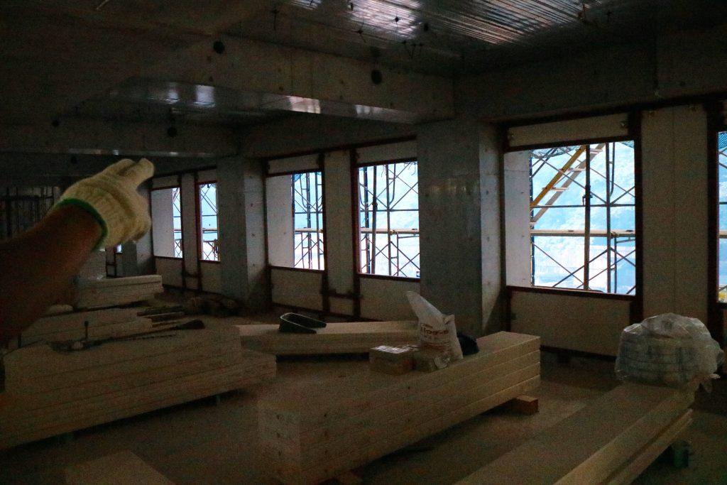 窓2つごとが二人部屋のスペースだ